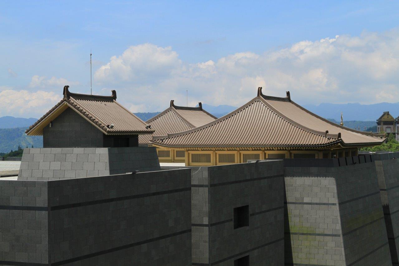 Le monast re de chang tai chan et son mus e en elzinc rainbow for Architecture 21eme siecle
