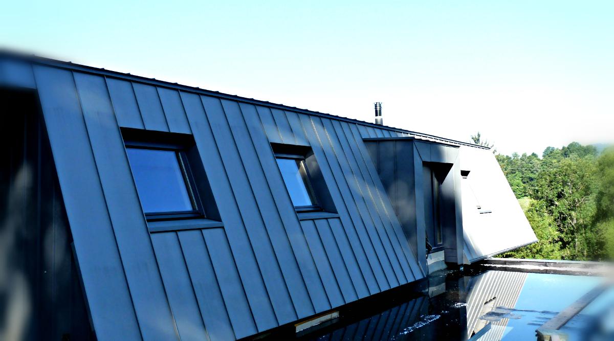 Mansi n individual en gernoble elzinc slate fachada for Piscina colindres